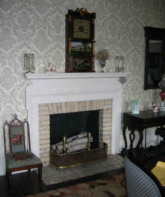 Benjamin-Church-House-Fireplace.jpg (17103 bytes)